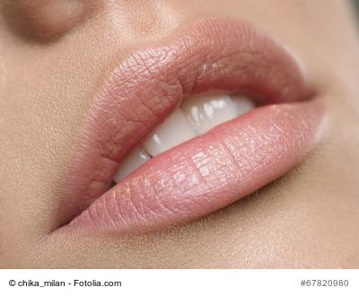 hillary hat dehnungsstreifen auf ihren lippen